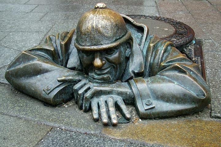 Одна из скульптур в Братиславе. Фото с сайта realty.dmir.ru